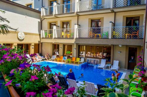 Яремче отель с бассейном