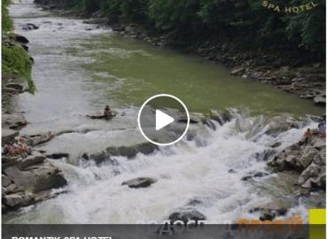 Prob jest najbardziej pełnym przepływem kaskadowym wodospadem ukraińskich Karpat.